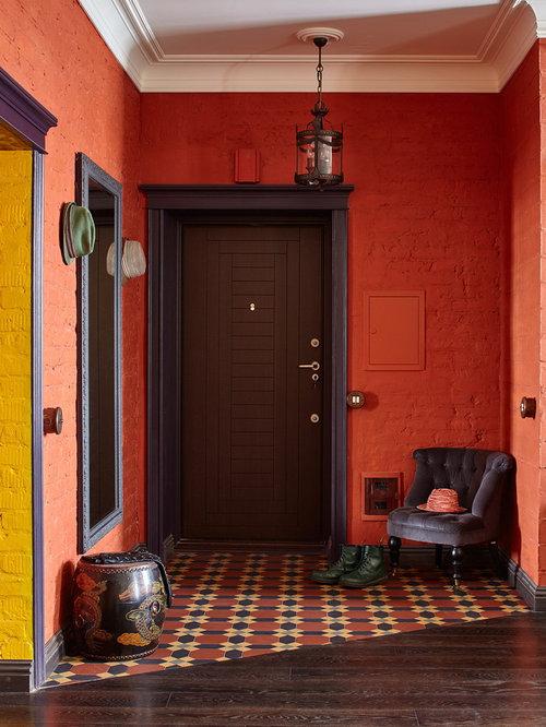 entr e avec un mur rouge photos et id es d co d 39 entr es de maison ou d 39 appartement. Black Bedroom Furniture Sets. Home Design Ideas