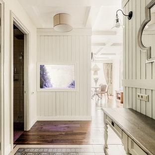 Idéer för mellanstora vintage entréer, med klinkergolv i keramik, grönt golv och vita väggar