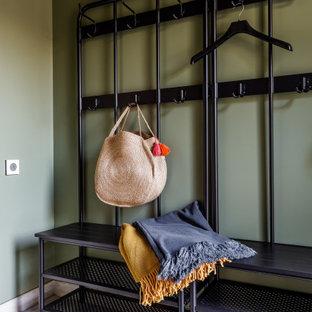 На фото: тамбур среднего размера в стиле кантри с зелеными стенами, деревянным полом и белым полом