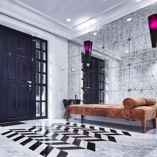 Новые идеи обустройства дома: входная дверь в современном стиле с белыми стенами, одностворчатой входной дверью и черной входной дверью