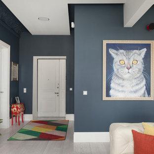 На фото: входная дверь в современном стиле с синими стенами, светлым паркетным полом, двустворчатой входной дверью, белой входной дверью и бежевым полом с