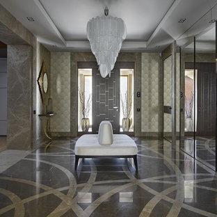 Выдающиеся фото от архитекторов и дизайнеров интерьера: фойе в стиле современная классика с одностворчатой входной дверью и разноцветным полом