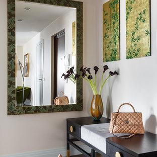 Идея дизайна: узкая прихожая среднего размера в современном стиле с бежевыми стенами, паркетным полом среднего тона и коричневым полом