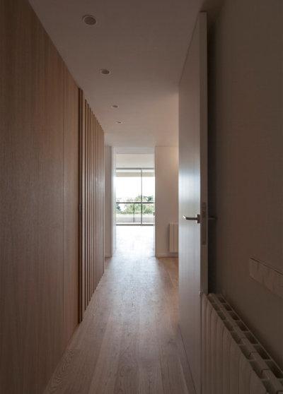 Nórdico Recibidor y pasillo by CALMA estudio de arquitectura