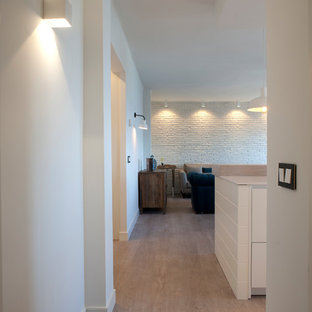 Photo of a small beach style hallway in Bilbao with white walls.