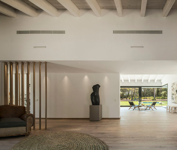 Contemporary Hall by Susanna Cots