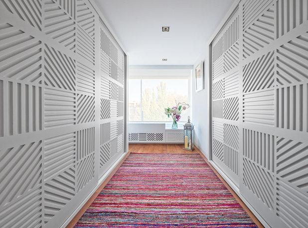 Contemporary Hallway & Landing by Luzestudio Fotografía