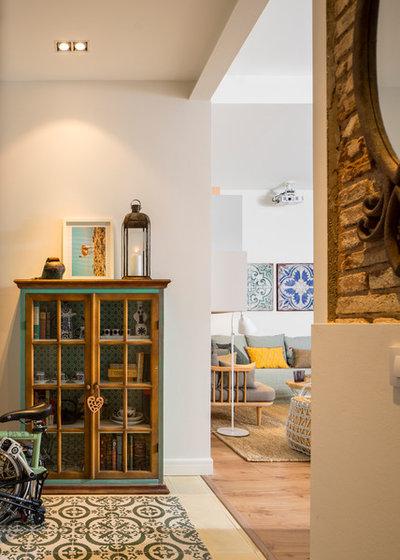 Nórdico Recibidor y pasillo by The Room Studio