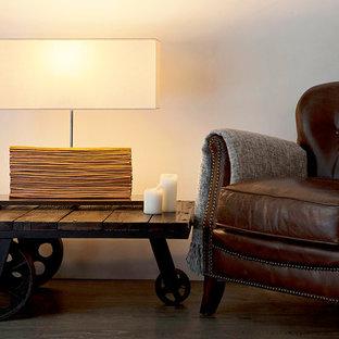 Foto de sala de estar cerrada, retro, pequeña, sin chimenea y televisor, con paredes blancas