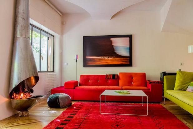Contemporary Family Room by Alfredo Arias photo