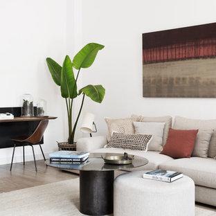 Imagen de sala de estar nórdica, sin chimenea y televisor, con paredes blancas y suelo de madera en tonos medios
