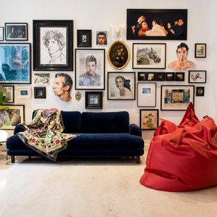 Foto de sala de estar cerrada, contemporánea, de tamaño medio, sin chimenea y televisor, con paredes blancas, suelo de mármol y suelo beige