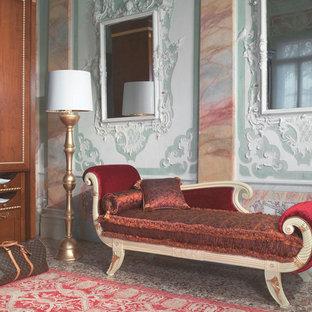 バレンシアの小さいシャビーシック調のおしゃれなファミリールーム (マルチカラーの壁、カーペット敷き、暖炉なし、テレビなし) の写真