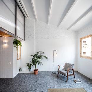 Ejemplo de sala de estar abierta, industrial, de tamaño medio, sin chimenea y televisor, con paredes blancas