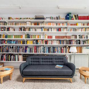 Ejemplo de sala de estar con biblioteca abierta, minimalista, de tamaño medio, sin chimenea, con paredes blancas y suelo multicolor