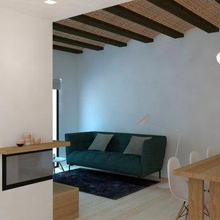 他の地域の北欧スタイルのおしゃれなオープンリビング (白い壁、淡色無垢フローリング、コーナー設置型暖炉、金属の暖炉まわり、壁掛け型テレビ) の写真