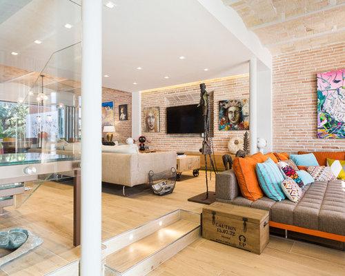 stunning amnagement duune trs grande salle de sjour mansarde ou avec mezzanine clectique avec un. Black Bedroom Furniture Sets. Home Design Ideas