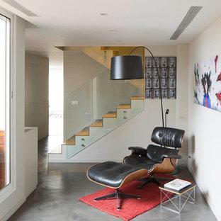 Foto de sala de estar escandinava, pequeña, sin chimenea y televisor, con paredes blancas y suelo de cemento
