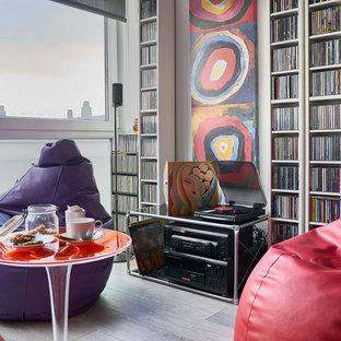 Imagen de sala de estar con rincón musical abierta, contemporánea, de tamaño medio, sin televisor, con paredes grises y suelo gris