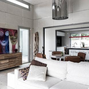 マドリードの中サイズのインダストリアルスタイルのおしゃれなファミリールーム (白い壁、塗装フローリング、暖炉なし、テレビなし) の写真