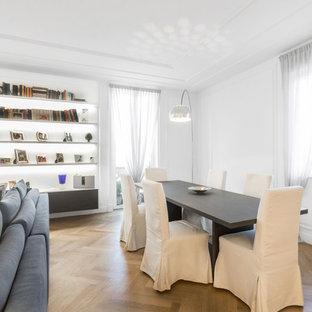 Immagine di una sala da pranzo minimal con pareti bianche, pavimento in legno massello medio e pavimento marrone