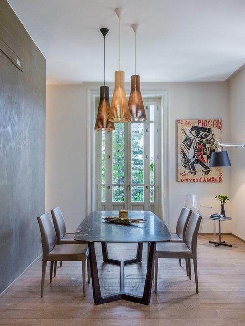 Sala da pranzo aperta verso il soggiorno con pareti grigie - Foto ...