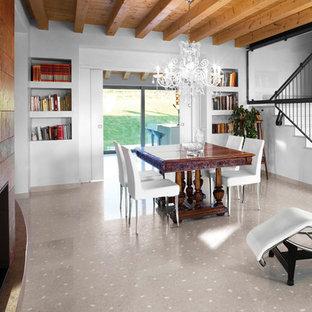 Ispirazione per una grande sala da pranzo aperta verso il soggiorno mediterranea con pavimento in marmo, camino classico, cornice del camino in pietra, pareti multicolore e pavimento beige