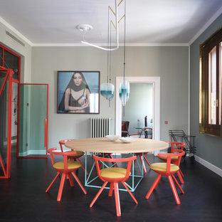 Esempio di una sala da pranzo design chiusa e di medie dimensioni con pareti verdi, pavimento nero e nessun camino