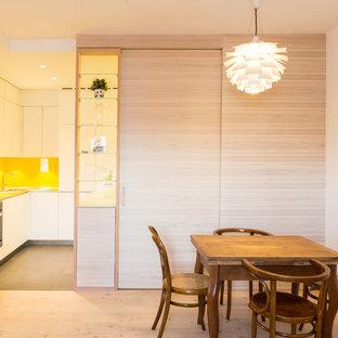 Diseño de comedor de cocina actual con paredes blancas