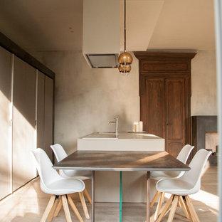 Esempio di una sala da pranzo minimal con pareti beige