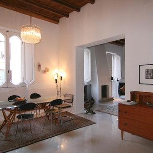 Ispirazione per una sala da pranzo aperta verso il soggiorno minimalista di medie dimensioni con pareti bianche, camino classico e cornice del camino in intonaco