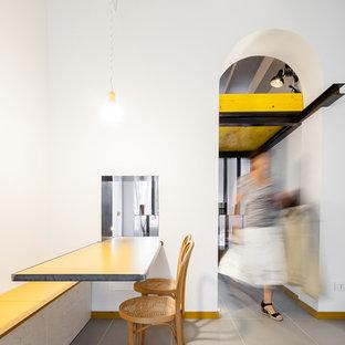 Ispirazione per una piccola sala da pranzo aperta verso il soggiorno minimal con pareti bianche