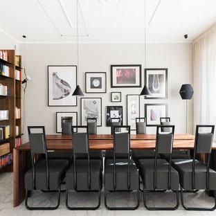 Ispirazione per una sala da pranzo design chiusa e di medie dimensioni con pareti beige, nessun camino e pavimento bianco