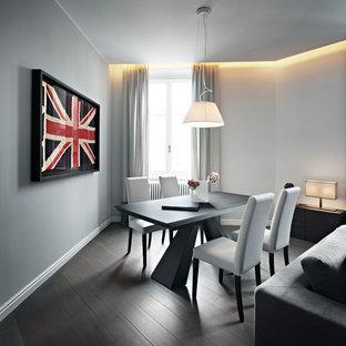 Foto di una sala da pranzo aperta verso il soggiorno contemporanea di medie dimensioni con pareti bianche e parquet scuro