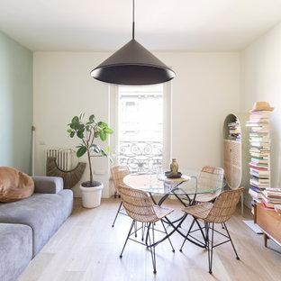 Immagine di una piccola sala da pranzo design