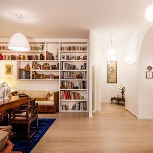 Ispirazione per una grande sala da pranzo contemporanea con pareti bianche, parquet chiaro e pavimento beige