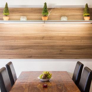 Esempio di una piccola sala da pranzo aperta verso la cucina design con pareti bianche
