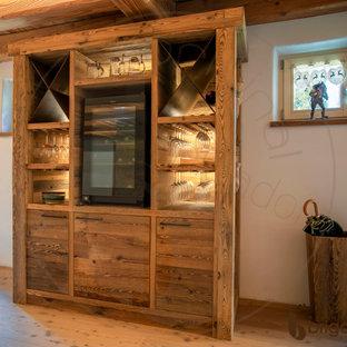 Ejemplo de comedor rural, abierto, con paredes blancas, suelo de pizarra y suelo negro