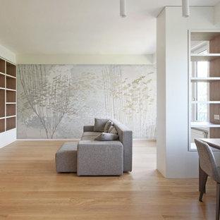 Exemple d'une grand salle à manger ouverte sur le salon tendance avec un mur blanc, un sol en bois brun, aucune cheminée et un sol jaune.