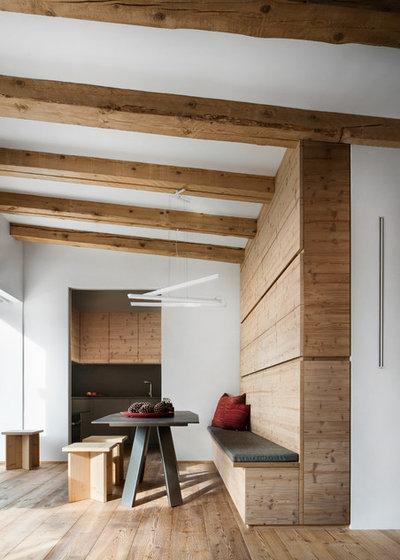 Rustic Dining Room by Studio Rinaldi
