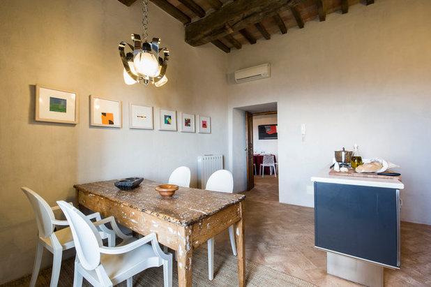 Le case di houzz vivere in una torre medievale in umbria for Sala da pranzo kartell