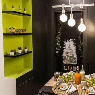 Ispirazione per una sala da pranzo aperta verso il soggiorno design con pareti nere e pavimento in gres porcellanato