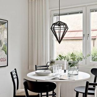 Inspiration för en skandinavisk matplats, med vita väggar