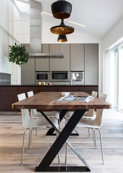 Modern Dining Room by TIXA
