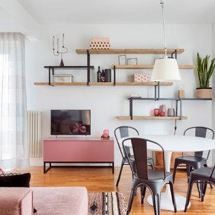 Esempio di una sala da pranzo aperta verso la cucina contemporanea di medie dimensioni con pareti bianche, pavimento in legno massello medio e pavimento beige