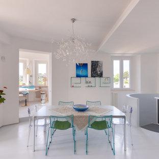 Ispirazione per una sala da pranzo contemporanea con pareti bianche, pavimento in cemento e pavimento grigio
