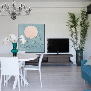 Ispirazione per una sala da pranzo aperta verso il soggiorno minimal di medie dimensioni con pareti bianche e pavimento grigio