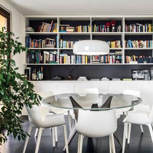 ミラノの大きいコンテンポラリースタイルのおしゃれなLDK (白い壁、スレートの床、黒い床) の写真