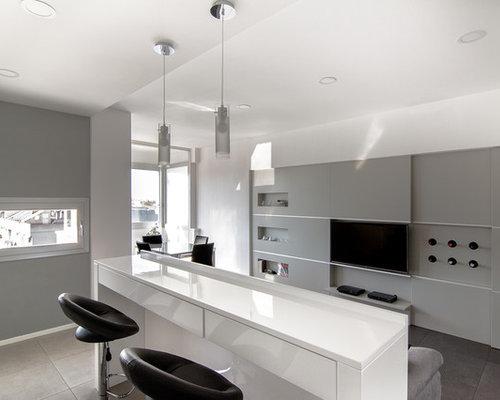 Sala da pranzo aperta verso il soggiorno con pareti grigie - Pareti grigie soggiorno ...