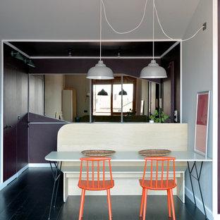 Ispirazione per una piccola sala da pranzo contemporanea con pareti bianche e pavimento in legno verniciato